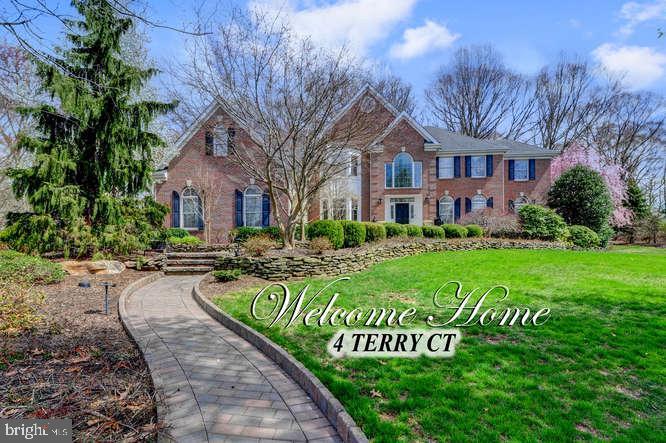 Maison unifamiliale pour l Vente à 4 TERRY Court Hamilton, New Jersey 08620 États-UnisDans/Autour: Hamilton Township