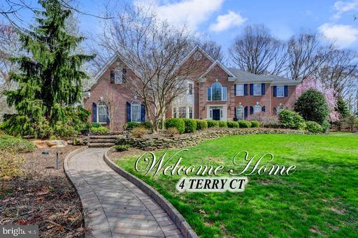 4 TERRY CT