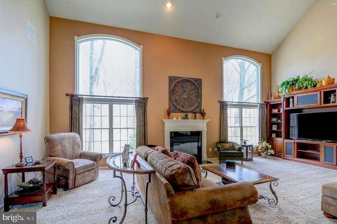 Family Room - 4 TERRY CT, HAMILTON