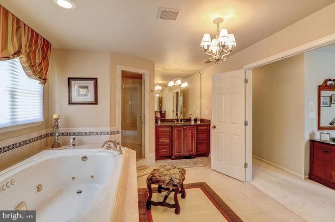 Master Bathroom Right Side Vanity - 4 TERRY CT, HAMILTON