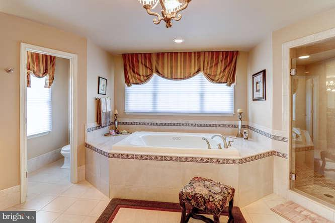 Master Bathroom Jacuzzi Tub - 4 TERRY CT, HAMILTON
