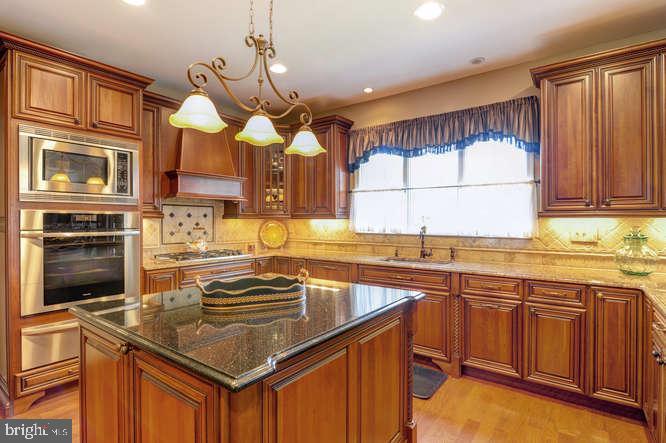 Gourmet Kitchen - 4 TERRY CT, HAMILTON