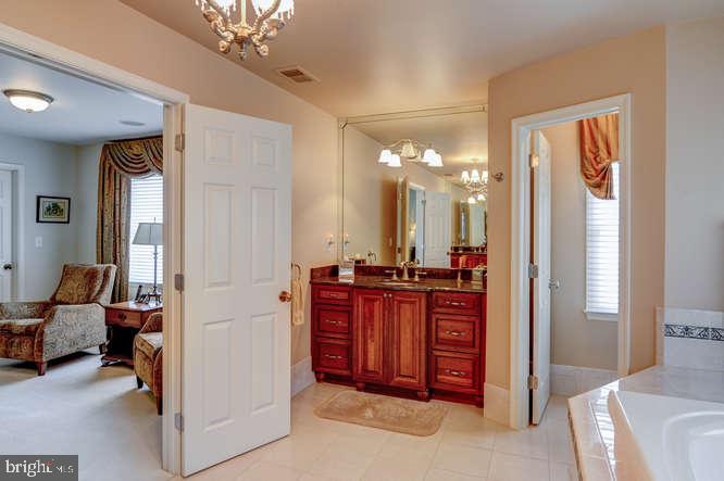 Master Bathroom Left Side Vanity - 4 TERRY CT, HAMILTON