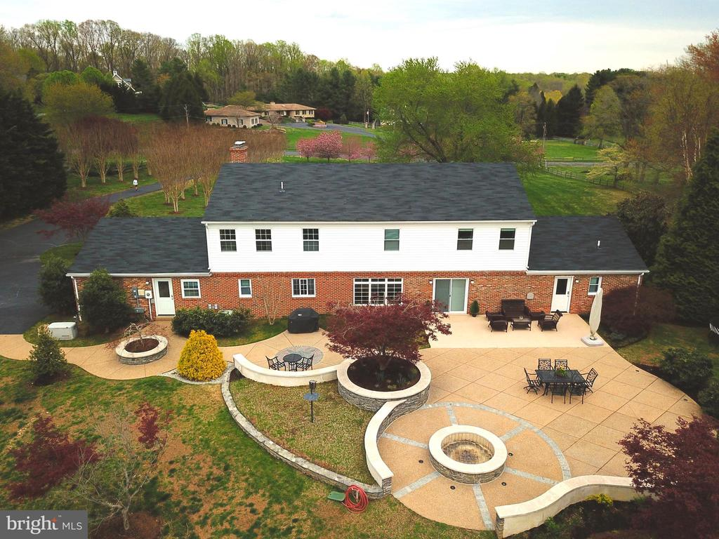 Full view of the fantastic hardscaping - 7608 MANOR HOUSE DR, FAIRFAX STATION