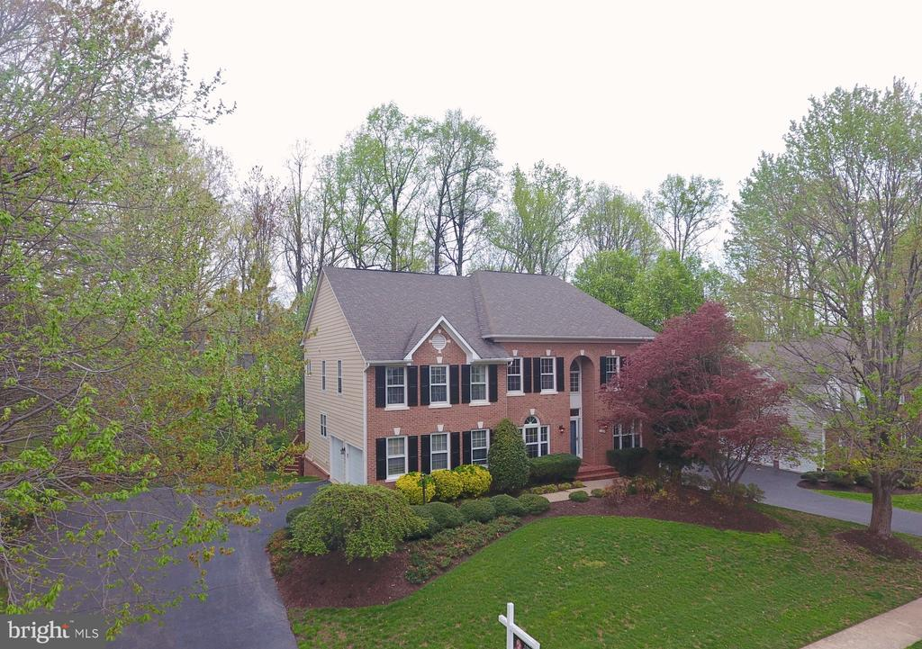 NEARLY 1/2 ACRE LOT WITH MATURE LANDSCAPING - 1135 ROUND PEBBLE LN, RESTON