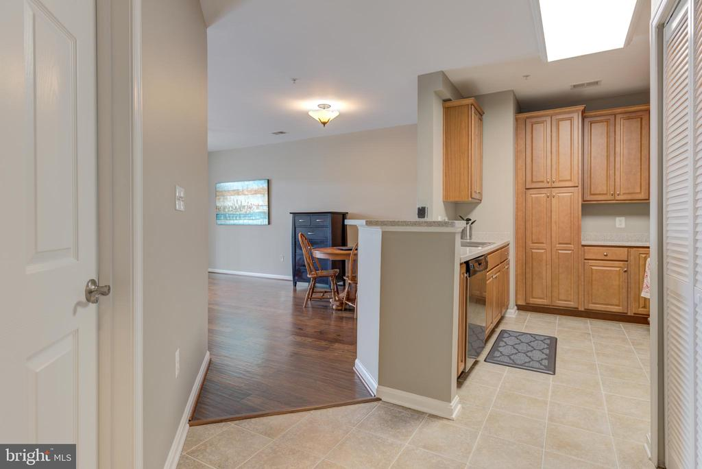 Walk into entrance with gorgeous tile floor - 21216 MCFADDEN SQ #205, STERLING