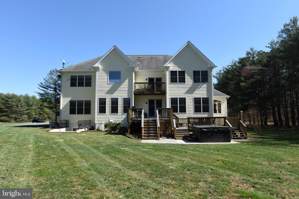 Back Elevation with Dual Level Deck and Balcony - 15579 WOODGROVE RD, PURCELLVILLE