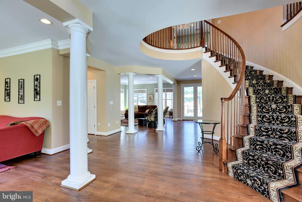 Gracefully Curved Staircase in Welcoming Foyer - 15579 WOODGROVE RD, PURCELLVILLE