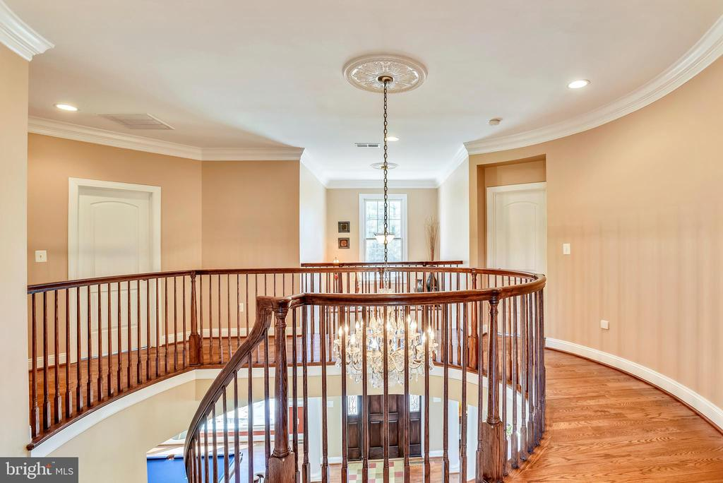 Upper Hallway Extra Foot Wide with Higher Railing - 15579 WOODGROVE RD, PURCELLVILLE