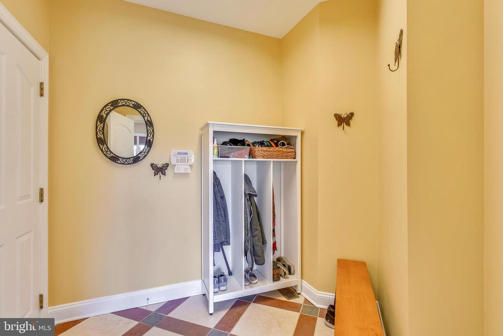 Convenient Mud Room off 3 Car Side Load Garage - 15579 WOODGROVE RD, PURCELLVILLE
