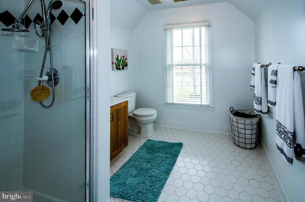 Large Private Bathroom for Bedroom 4- - 14974 MERRITT FARM LN, LEESBURG