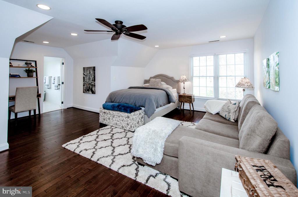 Exceptionally spacious En-suite Bedroom 4- - 14974 MERRITT FARM LN, LEESBURG
