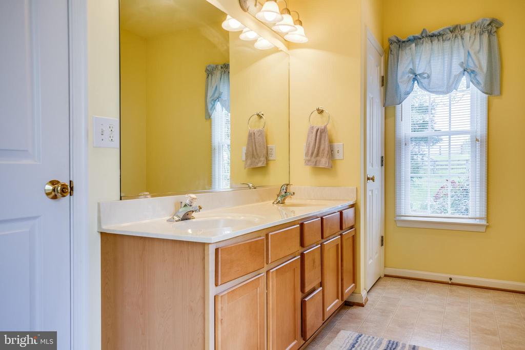 Master Bathroom - 7803 TRANQUILITY CT, SPOTSYLVANIA