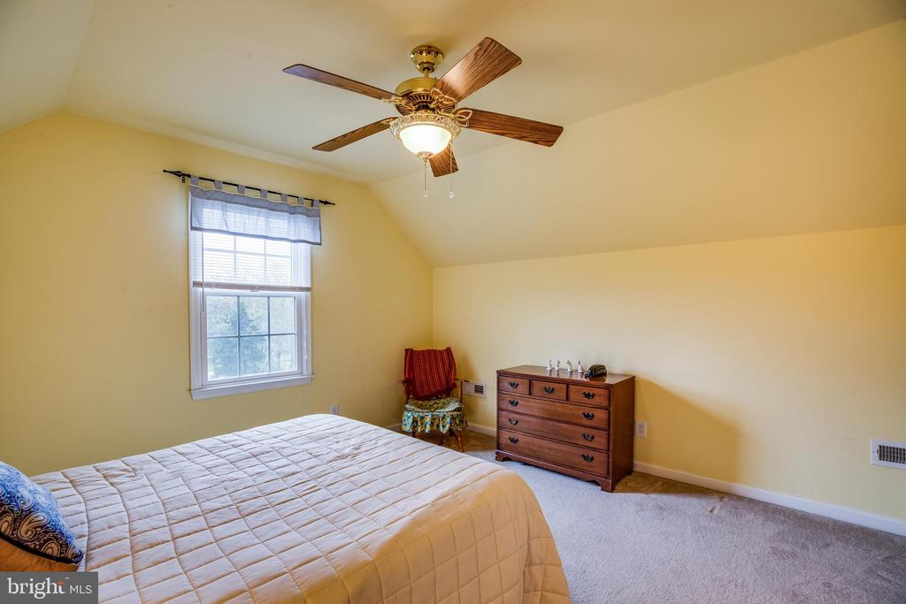 Second level play room, etc! - 7803 TRANQUILITY CT, SPOTSYLVANIA