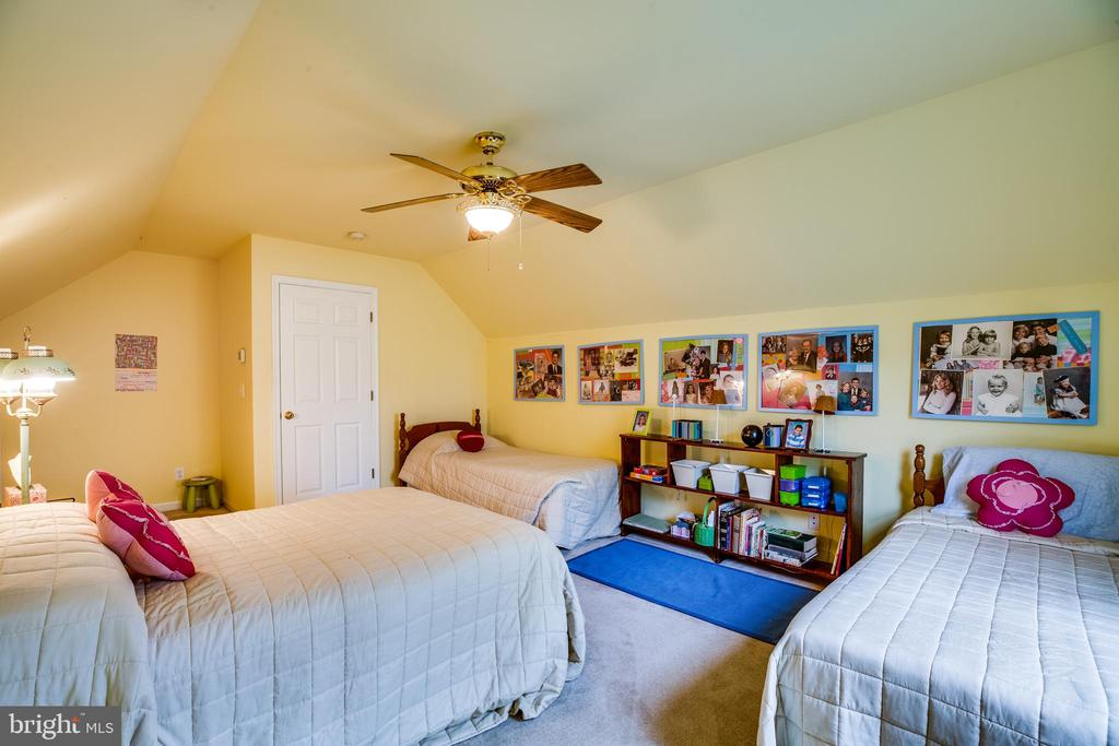 Upper level bedroom - 7803 TRANQUILITY CT, SPOTSYLVANIA