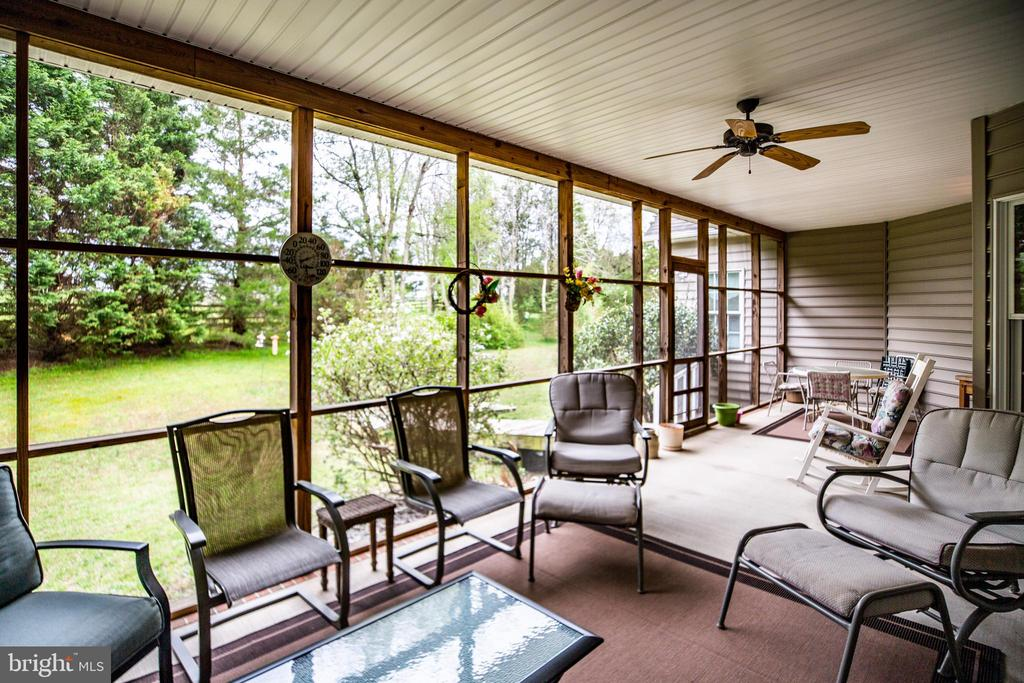 Private screened porch - 7803 TRANQUILITY CT, SPOTSYLVANIA