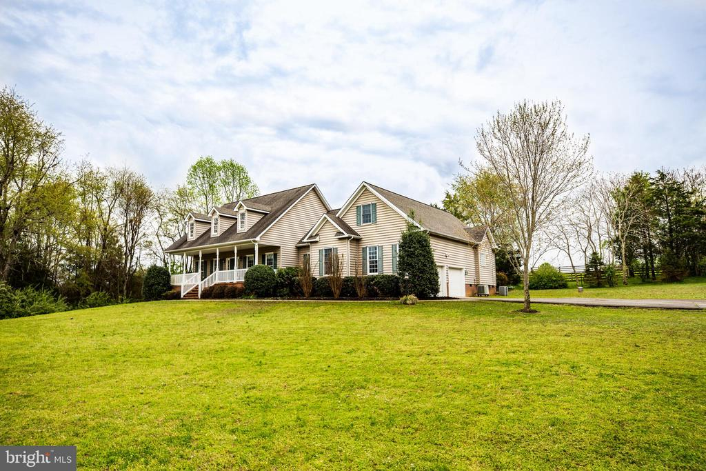 HUGE front yard! - 7803 TRANQUILITY CT, SPOTSYLVANIA