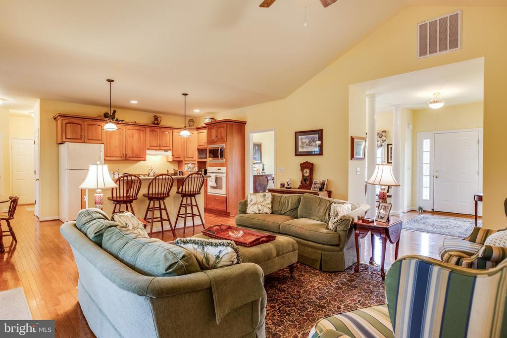 Large open kitchen living area - 7803 TRANQUILITY CT, SPOTSYLVANIA