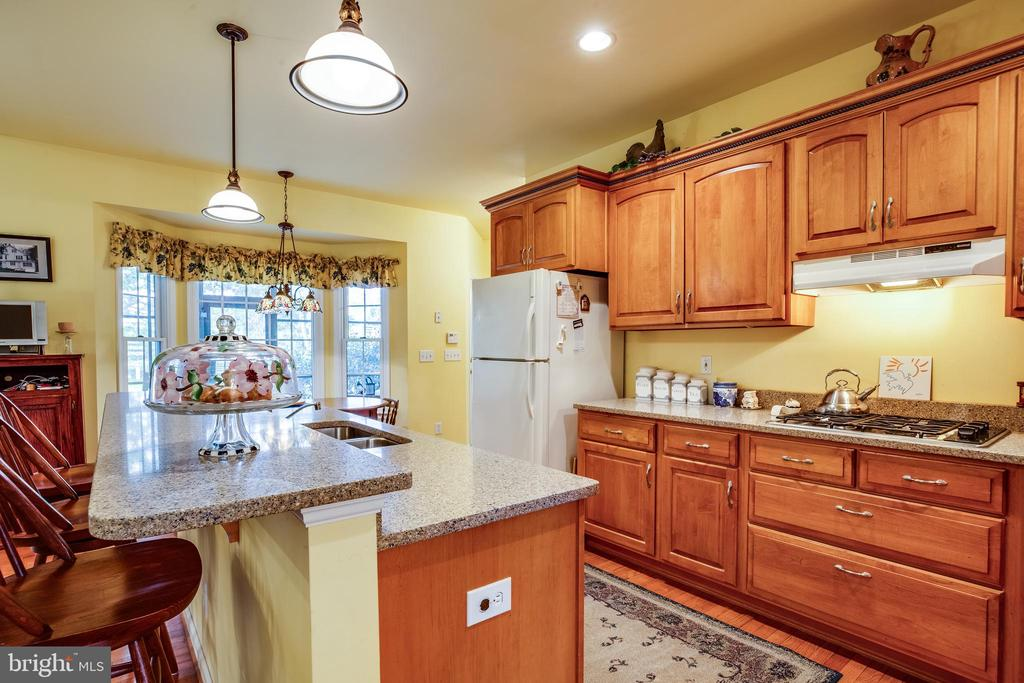 Breakfast bar ! - 7803 TRANQUILITY CT, SPOTSYLVANIA
