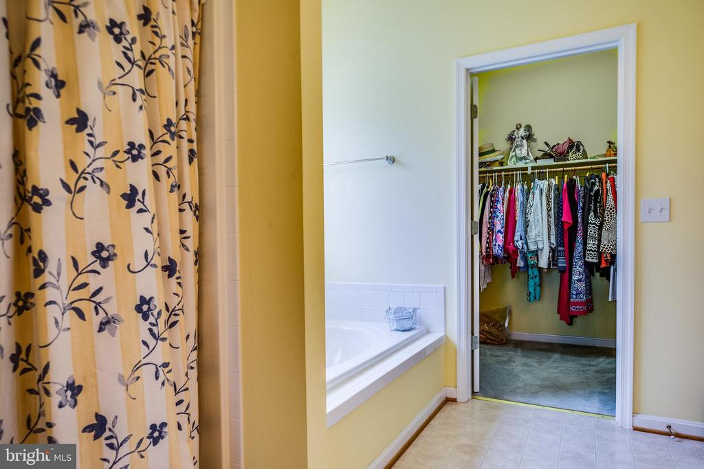 Master bathroom and walk in closet - 7803 TRANQUILITY CT, SPOTSYLVANIA