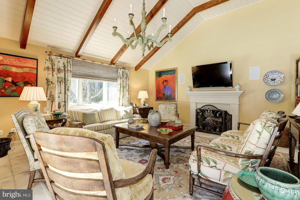 Cabana features Fireplace and living and Dining - 9606 FALLS, POTOMAC