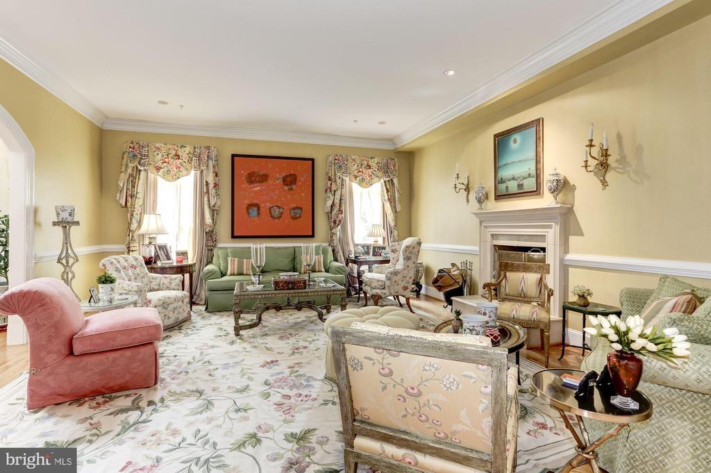 Formal Living Room - 9606 FALLS, POTOMAC