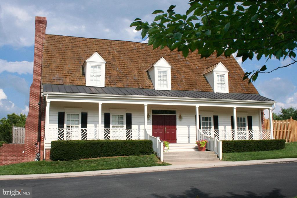 HOA clubhouse can be rented for a modest fee - 606 DISKIN PL SW, LEESBURG