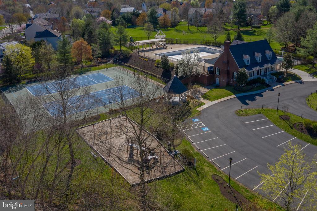 HOA Playground and Basketball - 606 DISKIN PL SW, LEESBURG