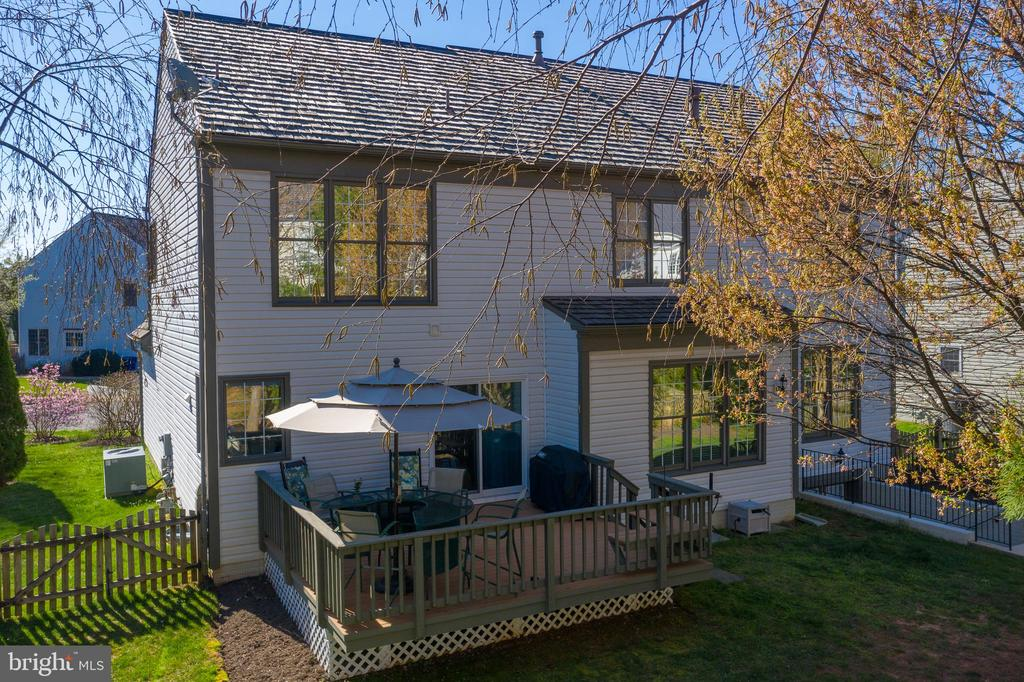 Deck and basement access - 606 DISKIN PL SW, LEESBURG