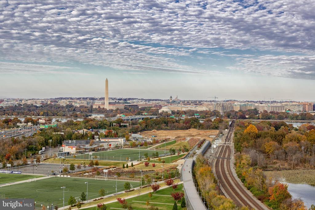 Easy access to DC! - 1200 CRYSTAL DRIVE #1413-1414, ARLINGTON