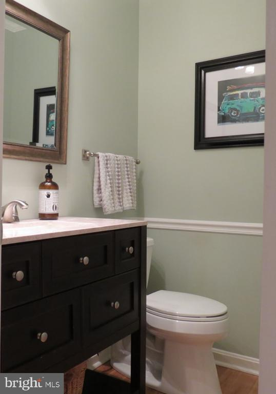 Half Bath - Recently Renovated - 4345 BANBURY DR, GAINESVILLE