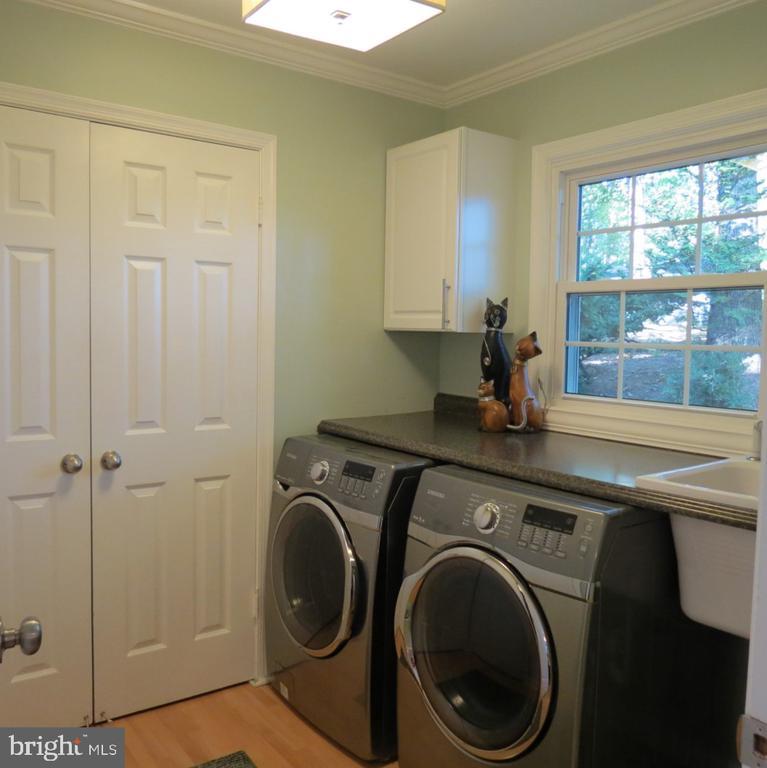 Separate Laundry Room plus Closet & Sink - 4345 BANBURY DR, GAINESVILLE