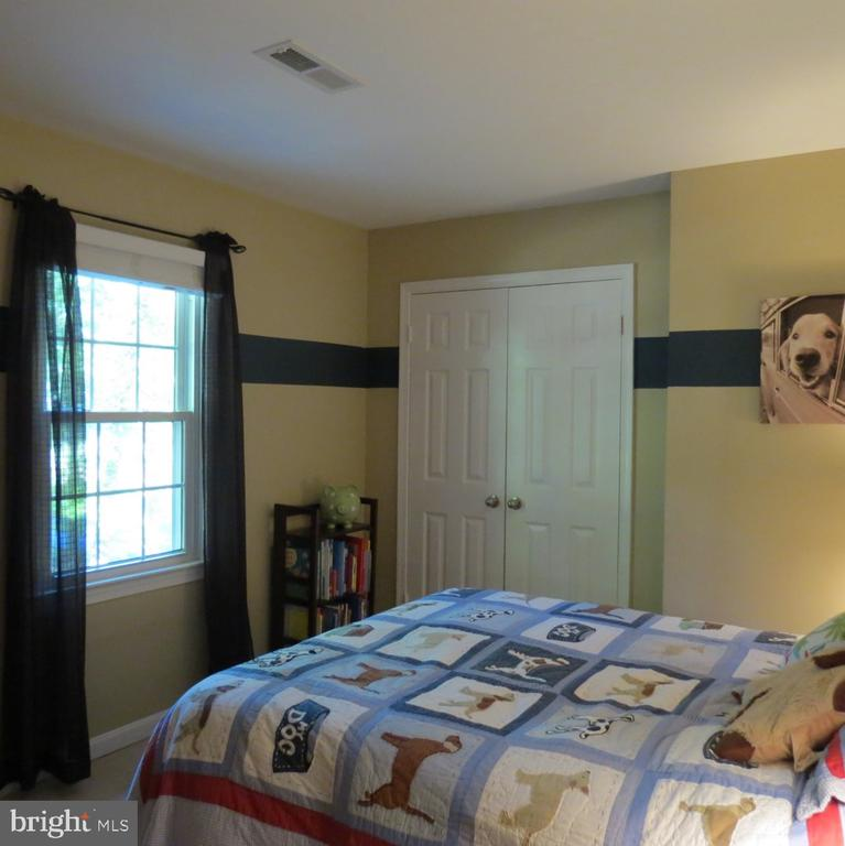 Upper Level Bedroom #4 - Double Closet - 4345 BANBURY DR, GAINESVILLE