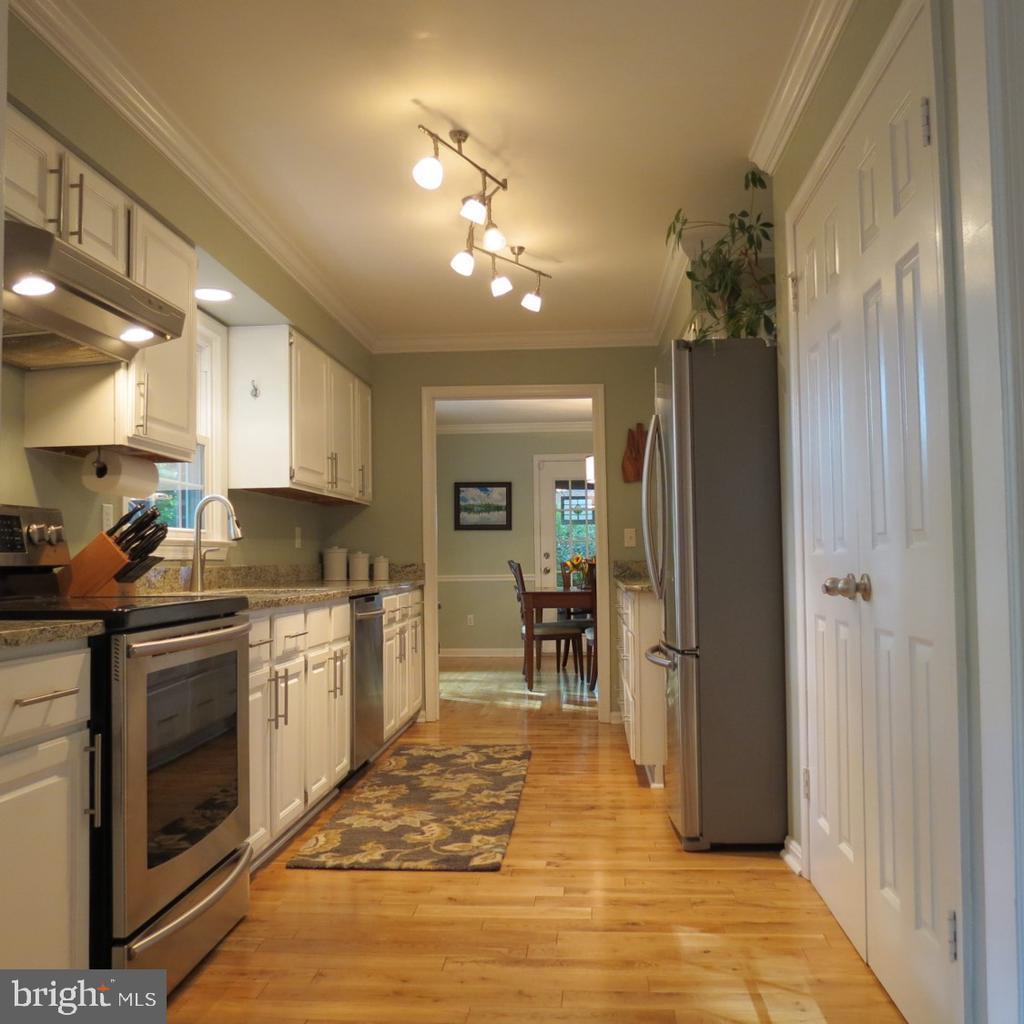 Kitchen - Stainless Steel Appliances (2013) - 4345 BANBURY DR, GAINESVILLE