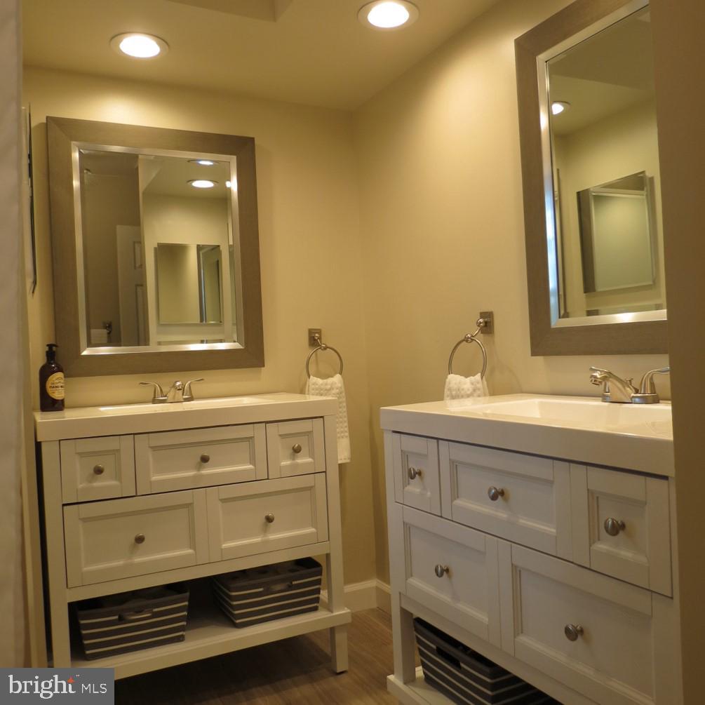Master Bath - Double Vanities - 4345 BANBURY DR, GAINESVILLE
