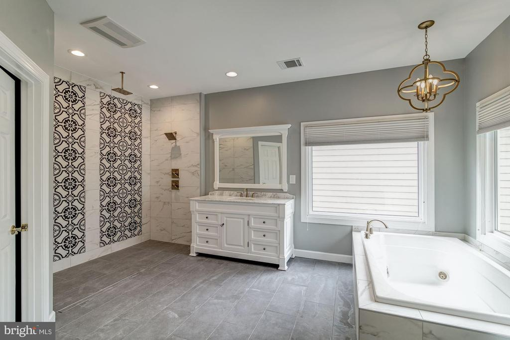 Newly Remodeled Master Bathroom - 20293 WATER MARK PL, STERLING