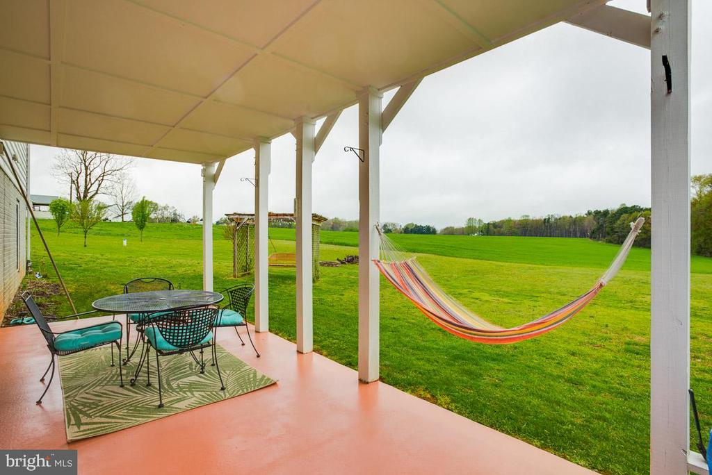Hard to pick which space to retreat! - 10179 LAWRENCE LN, LOCUST GROVE