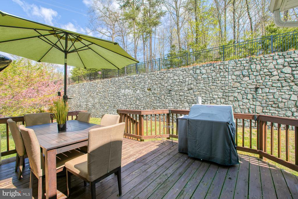 Deck for entertaining - 3412 WOOLFENDEN CT, TRIANGLE