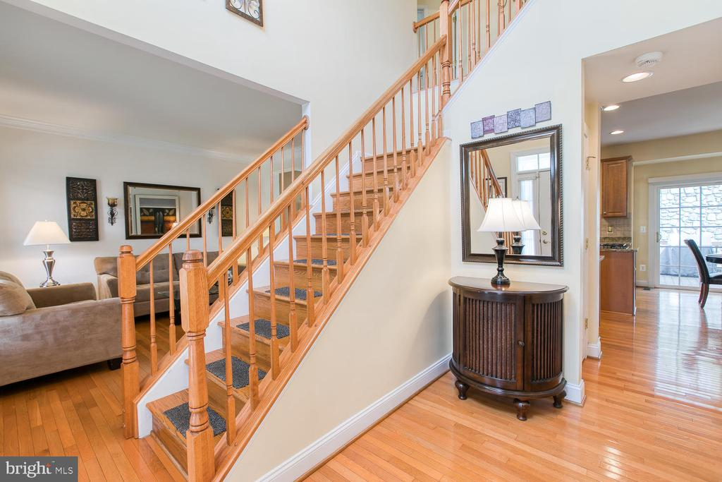 Open Foyer, Hardwoods throughout - 3412 WOOLFENDEN CT, TRIANGLE