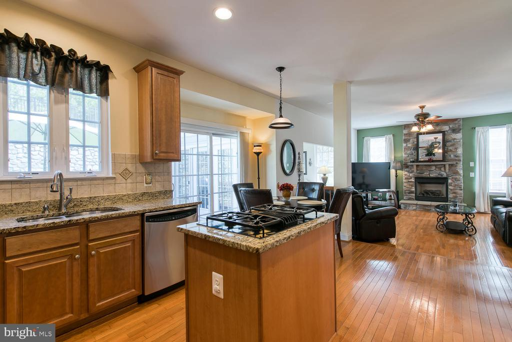 Gourmet Eat In Kitchen - 3412 WOOLFENDEN CT, TRIANGLE