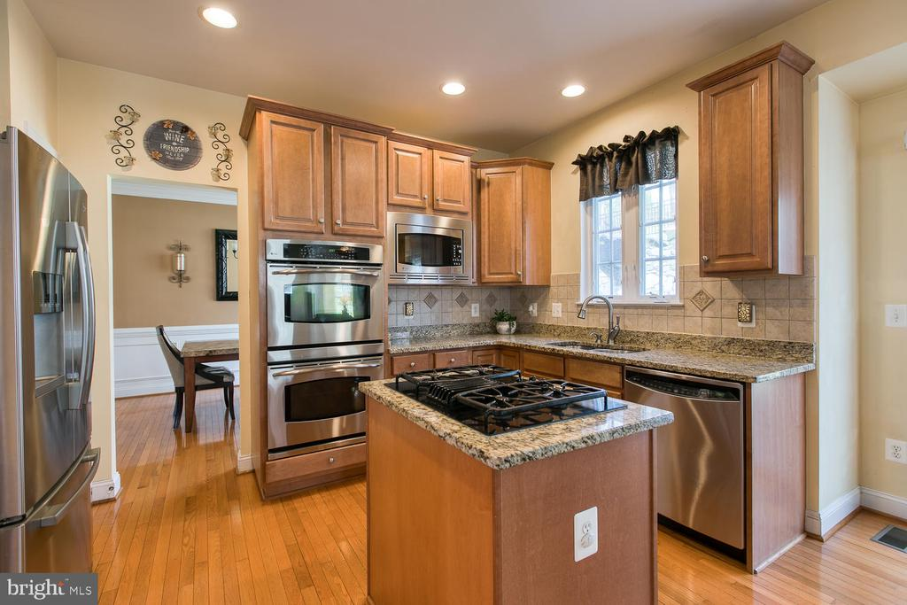 Granite Countertops, Cooktop, Double Wall Ovens - 3412 WOOLFENDEN CT, TRIANGLE