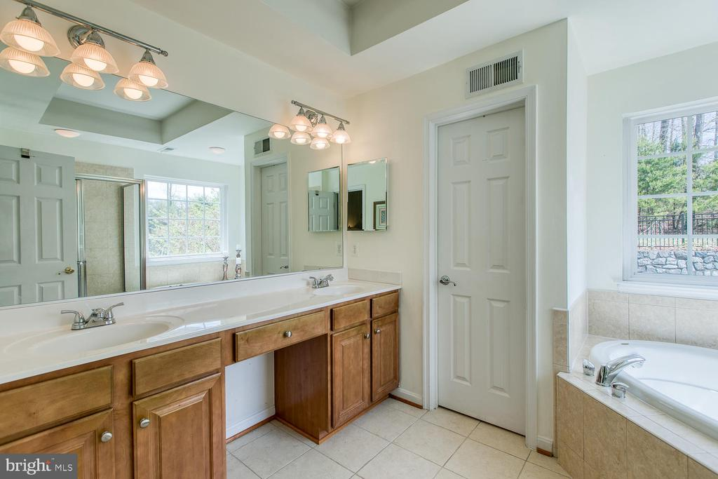 Double Vanities, Master - 3412 WOOLFENDEN CT, TRIANGLE