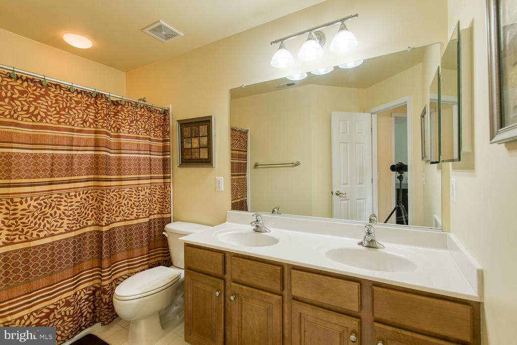 Second Full bath, Double Vanities - 3412 WOOLFENDEN CT, TRIANGLE