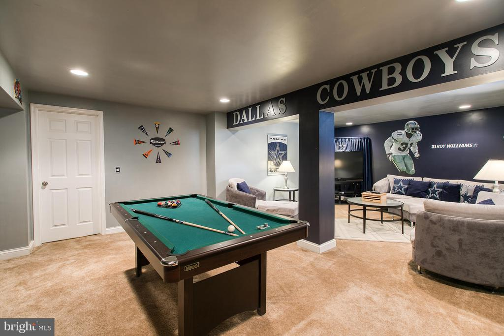 The perfect space to celebrate your sports team - 3412 WOOLFENDEN CT, TRIANGLE