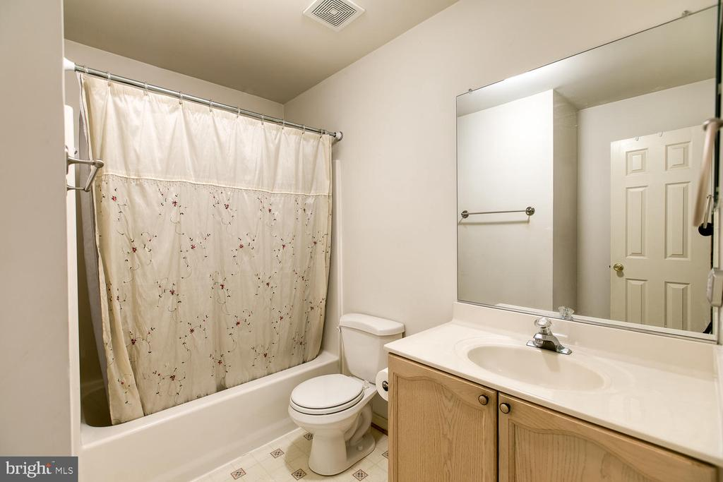 Huge second bath - 15 CAMEO LN, FREDERICKSBURG