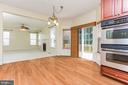 Open floor plan: kitchen looks onto family room - 18911 MIATA LN, TRIANGLE