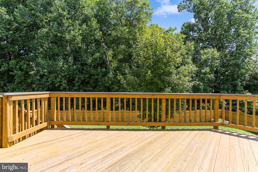Deck looks out onto trees - 18911 MIATA LN, TRIANGLE