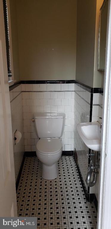 1/2 Bath off Kitchen - 1355 TEWKESBURY PL NW, WASHINGTON