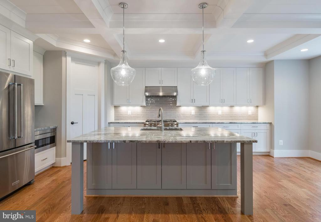 Kitchen with Top-of-Line Appliances - 304 NIBLICK DR SE, VIENNA