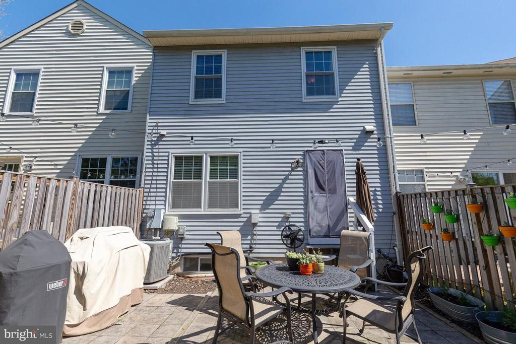 Grilling, dining, relaxing...all in your backyard! - 13677 BARREN SPRINGS CT, CENTREVILLE